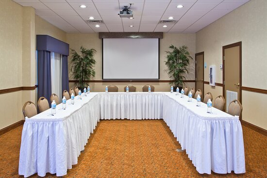 Our central location near Exit 33 off I-4 is perfect for Meetings!