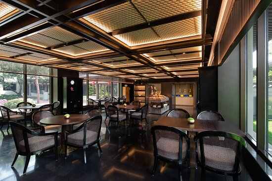 HUALUXE Club Lounge