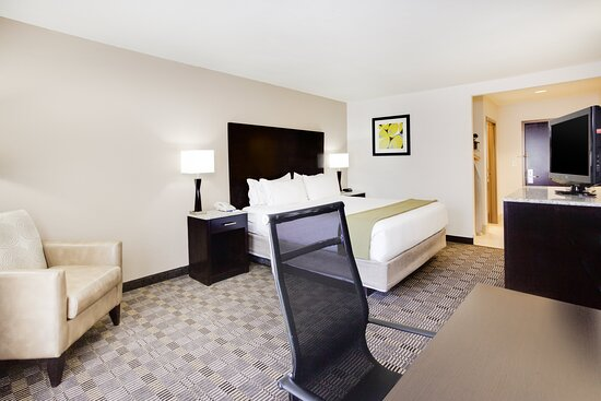 ADAHandicapped accessible King Guest Room with roll-in shower