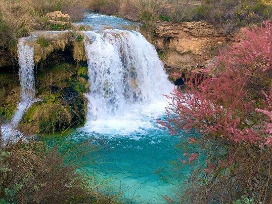 Las Lagunas de Ruidera tienen su mejor carta de presentación en las cascadas que se forman con los saltos de agua. Una maravilla para disfrutarla visual y sonoramente. ¿Te relaja el sonido del agua?
