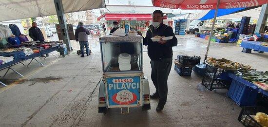 Sarimsakli, Turkey: Sarımsaklı pazarında müthiş bir lezzet. Keşkek ve pilav bol kepçe. her salı kurulan pazarda bulunduğumuz 1 ay süresince devamlı gittik ve yedik. Kesinlikle tavsiye ederim. keşkek pilav 7 TL. mart 2021 Sarımsaklı / Ayvalık.