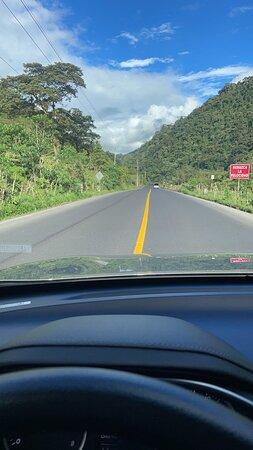 Ahuano, Ecuador: La carretera excelente. Buena señalización fácil acceso