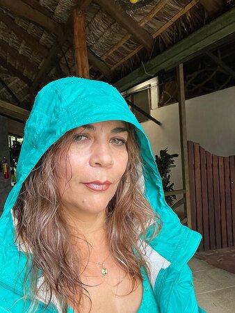 Ahuano, Ecuador: Día lluvioso se necesita ropa adecuada.  Preferible poncho se aguas y botas de caucho porque hay mucho lodo