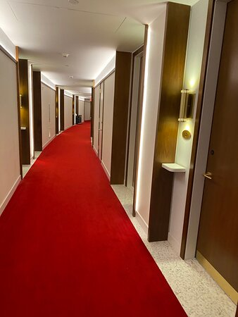 Stay for the convenience, architecture and retro vibe, but the hotel itself is just average