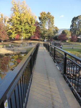 Bridge across Ovens River