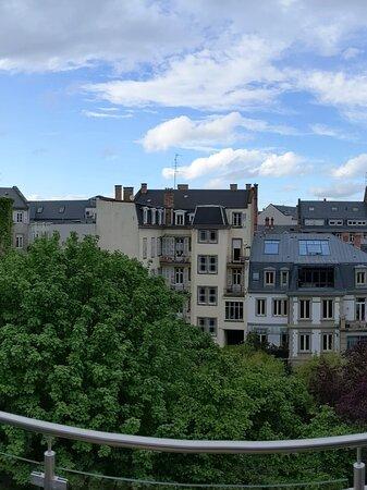 Studio, intérieur de la résidence, et vue de la terrasse