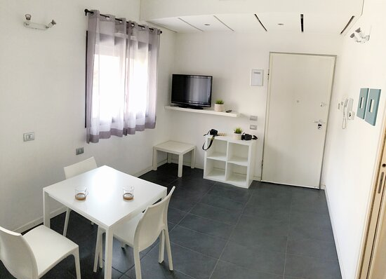 Abbiamo disponibilità anche di appartamento indipendente al piano terra con parcheggio antistante, per la massima autonomia.