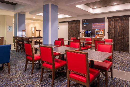 Start the day with a free hot breakfast buffet!