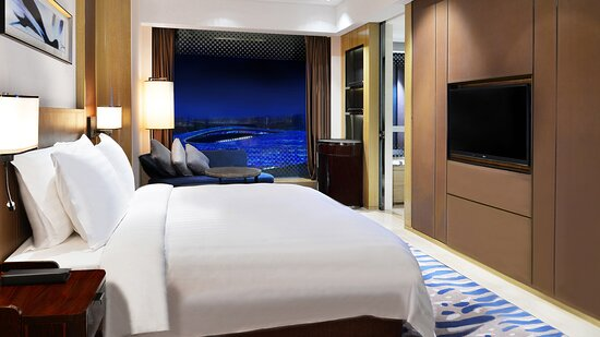 Crowne Plaza Club Room