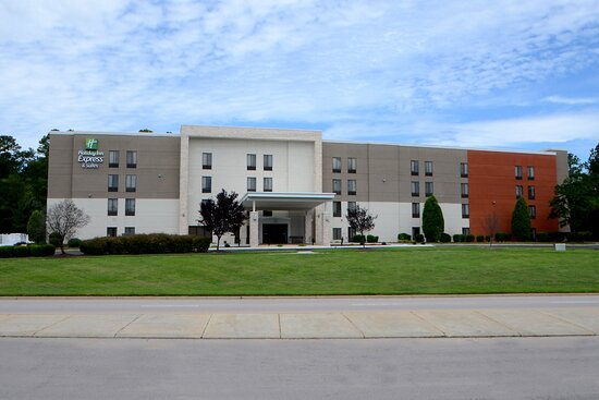 Stay at our RTP hotel with complimentary shuttle service to RDU