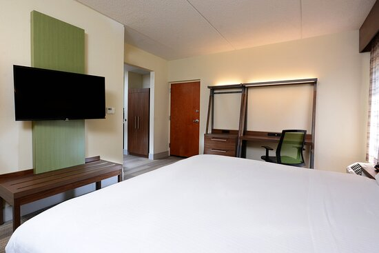 The ADA rooms at our hotel near RDU offer space and comfort.
