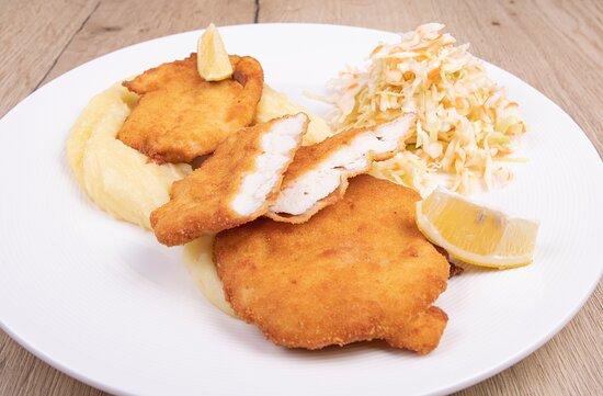 Chicken schnitzel with mashed potatoes/ Kuřecí řízek s bramborovou kaší