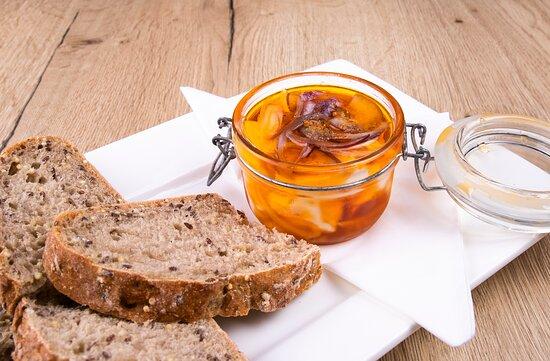 Pickled cheese with bread/ Nakládaný sýr s chlebem