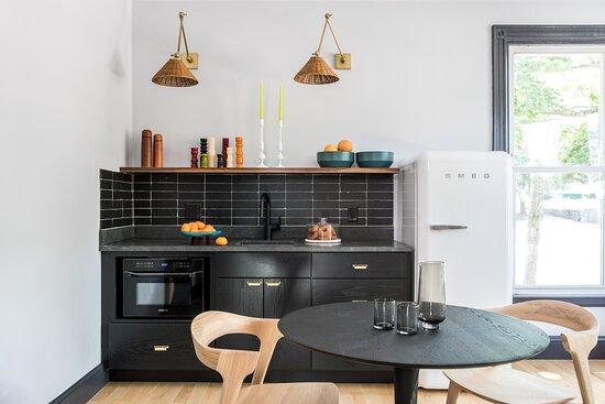 Floor 2 Kitchenette & Dining Area