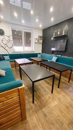 комната с синими диванами