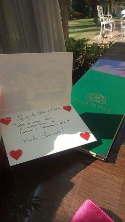 Um cartão com uma mensagem linda de Parabéns pelo nosso casamento! Um encanto!