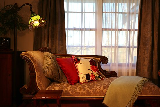 Suite 1 - Relax on the antique chaise longe