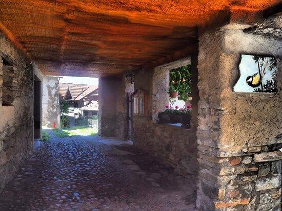 Borgo affrescato di Boarezzo
