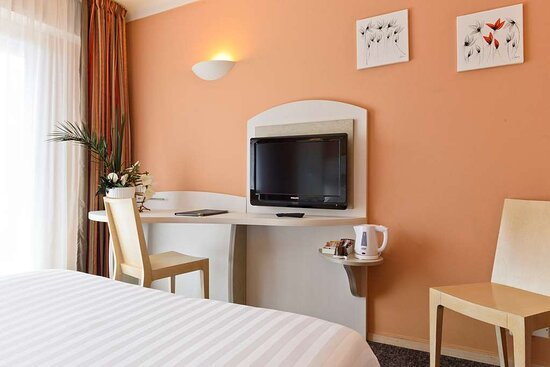 Comfort Queen Bed Guest Room