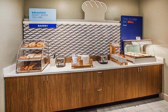 Mount Sterling, KY: Breakfast Bar