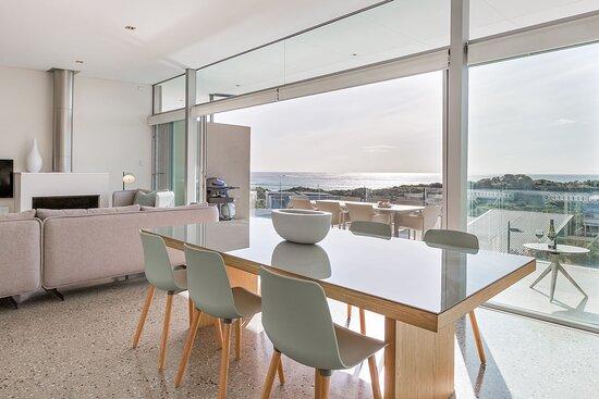3 Bedroom Ocean View Villa Dining