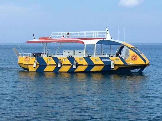 You choose the fascinating route around the harbor and the medieval walls of Rhodes or around the magnificent beaches with amazing boat with glass bottom. The view from the submarine cabin is really wonderful.