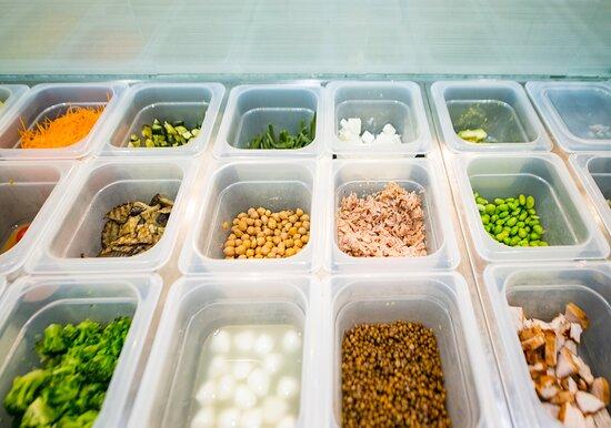 Da Baslòtt trovi solo materie prime fresche e stagionali.  Promuoviamo un'alimentazione sana e sostenibile, valorizzando tutta la prelibatezza degli ingredienti. Non ci credi? Vieni a trovarci!