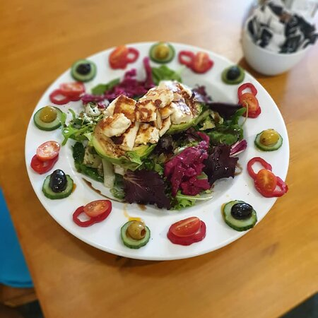 Grilled Hellim and Avocado Salad
