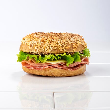 Talijanski | Italian Salama, mortadella, moz-zarella, tapenada od maslina, rajčica, zelena salata Salami, mortadella, olive tapenade, mozzarella, tomato, lettuce