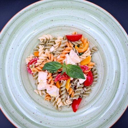Pasta Fredda – fusilli tricolori con verdure e mozzarella