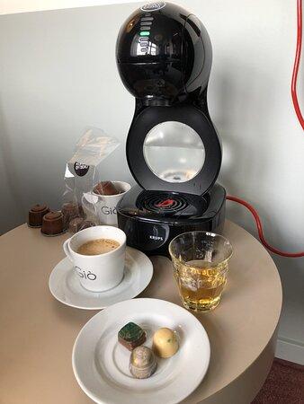 Kaffemaskin i rummet