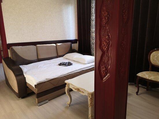 Диван раскладывается в полноценное удобное спальное место