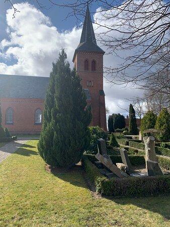 Kirken set fra vest