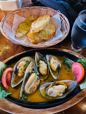 Mussel Appetizer with some Garlic Texas Style Toast.