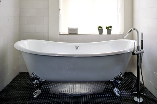 Robert Mills Presidential Suite Bathroom with Claw Foot Tub