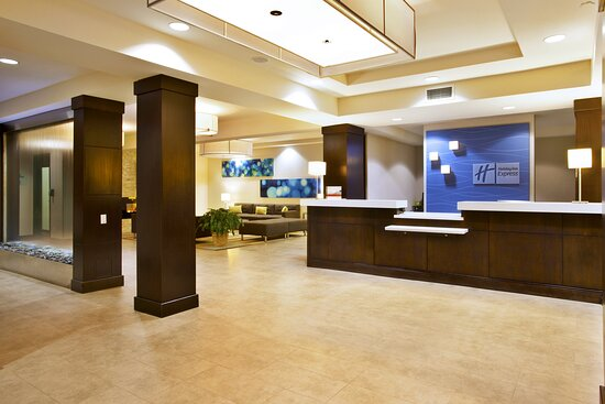 Lobby & Guest Lounge