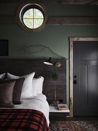 Hidden Pond Room Image