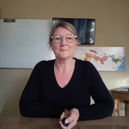 Noizay, France: Cathy Henton. Owner of le tasting room. Cathy has 35 years experience in the wine trade and with her husband Nigel, leads the wine education and tours in the Loire valley. She speaks English and French and has a focus on organic wines.