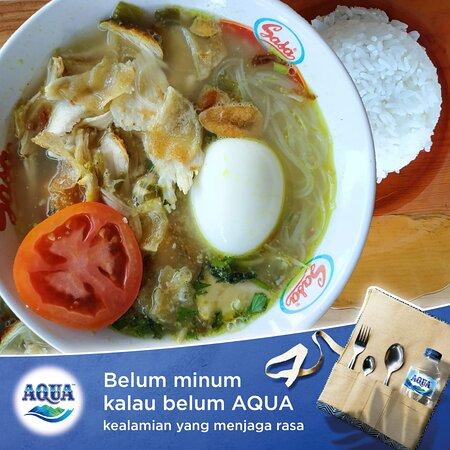 Paket soto ayam dengan aqua