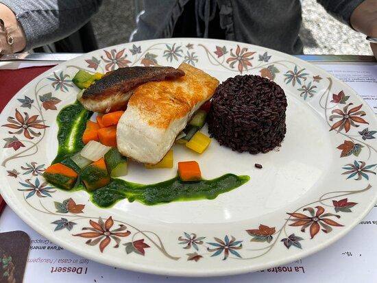 Filetto di branzino con salsa il crescione et Ravioli al ripieno di caprino della Vallemaggia con burro al kumquats e pinoli