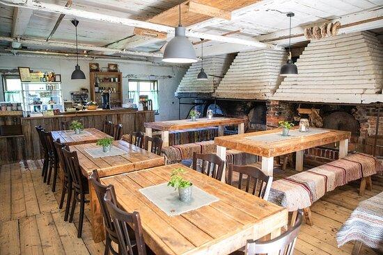 Kahvila-Ravintola Savipakarin ainutlaatuinen ravintolamiljöö on 1850-luvun työväen yhteisleipomon miljöö