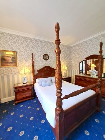 Four Poster room 8