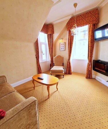 Deluxe Suite room 10 lounge