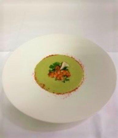 Velouté froid de courgette, crevette rôties et piment d'espelette