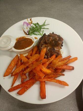 Chateaubriant, France: Magret frite de patates douces