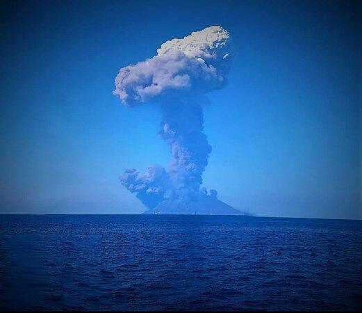 Islas Eolias, Italia: Stromboli .eruzione in diretta 🤩