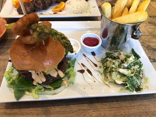 Buffalo Burger, beautiful presentation, food piping hot and all very tasty.