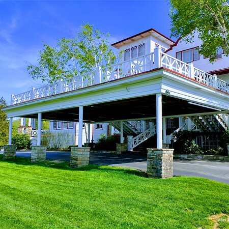 The historical Summit inn on rt 40