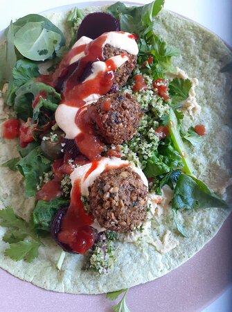 Homemade falafel & salad for the vegetarians😋