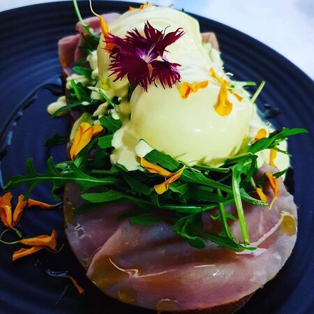 Eggs Benedict with ham